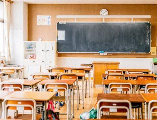 """""""No mascherine agli studenti seduti al banco per tutta la durata della permanenza a scuola"""": così l'Associazione L'Eretico"""